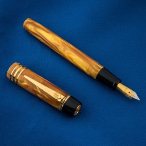 Onoto Magna Classic Gold Pearl & Gold Fittings fountain pen-0
